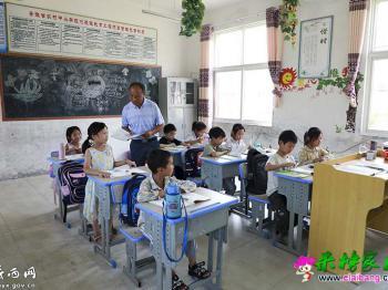 一人撑起一学校:刘和送和他的9名学生